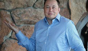 Elon Musk wspomniał, że chce rozwinąć sieć Starlink, ale wieści zostały przyćmione przez wpadkę z Twittera.