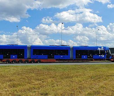 """Tak transportuje się tramwaj. """"Lajkonik"""" jedzie do Krakowa"""