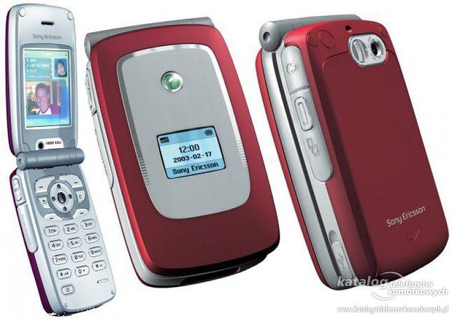 Z1010 to popularny wówczas układ motylek. Telefon odtwarzał mp3, posiadał wbudowany aparat i był strasznie nietrwały, choć pod baterią widniał napis Made in Sweden
