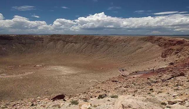 Krater pozostały po uderzeniu asteroidy, która zgładziła dinozaury.