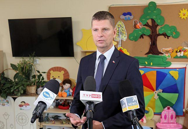 Powrót do szkoły i koronawirus. Minister Dariusz Piontkowski po rozpoczęciu roku. Konferencja MEN (na żywo)