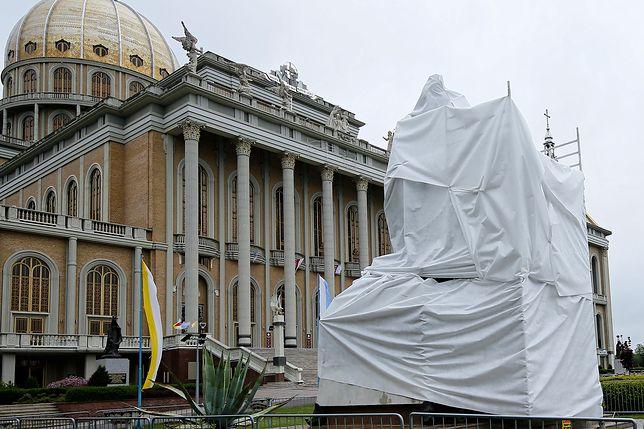 Pomnik w Licheniu został zasłonięty