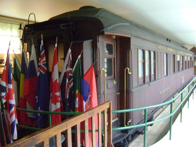 Reprodukcja wagonu, w którym podpisano rozejm między III Rzeszą a Francją