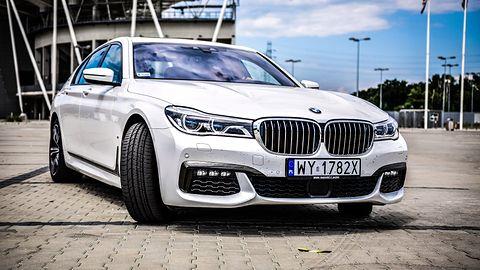 Jak parkuje limuzyna BMW serii 7? Test systemów wsparcia kierowcy