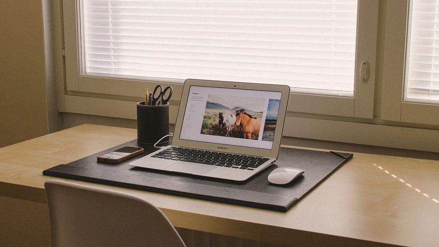 Służbowy komputer mniej bezpieczny niż osobisty? (fot. PxHere CC0)