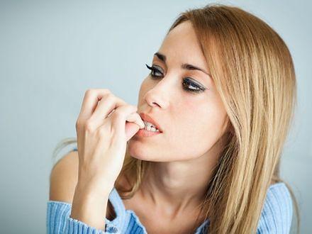Jak oduczyć się obgryzania paznokci?