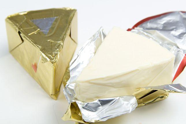 Coraz częściej zamiast resztek sera podpuszczkowego w składzie sera topionego znajdziemy wodę i tłuszcze zwierzęce