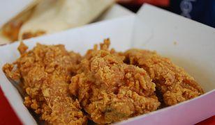 KFC słynie z kubełków wypełnionych po brzegi skrzydełkami w panierce