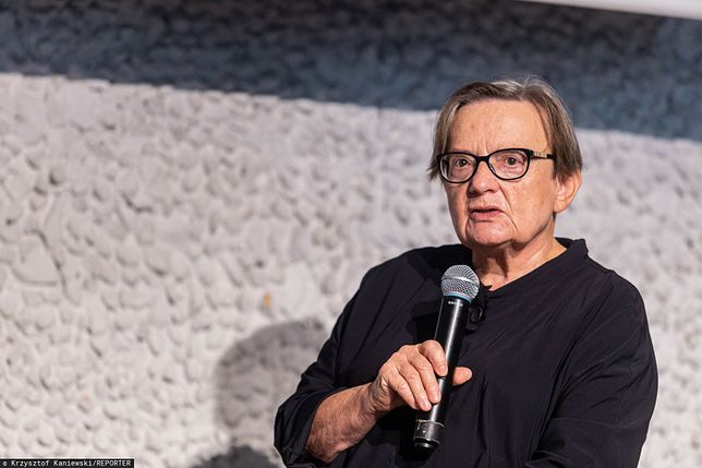 Agnieszka Holland krytykuje polski rząd.