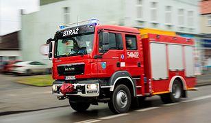 Warszawa. Ciężarówka zablokowała ulicę w Wilanowie
