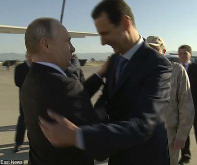 Prezydenci Putin i Asad witają się w bazie lotniczej w Syrii