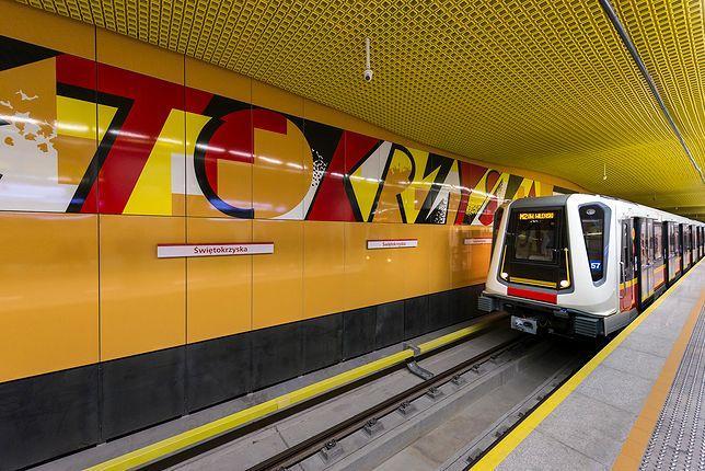 Mężczyzna zepchnął kontrolera na tory w metrze, bo nie miał biletu. Jest akt oskarżenia