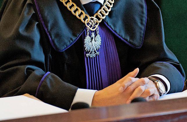 Przeklejała ceny na przewodnikach. Sędzia ze Szczecina usłyszała zarzuty