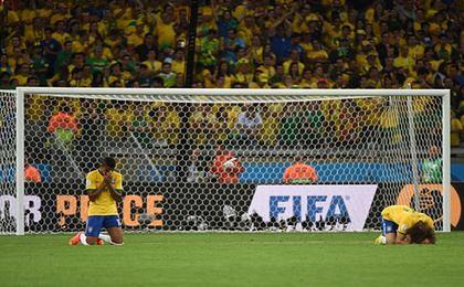 Brazylia na piłkarskich kolanach i na krawędzi buntu społecznego