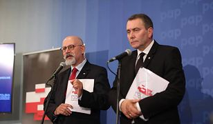 Maciej Świrski (po lewej), wiceszef Polskiej Fundacji Narodowej, przekonywał, że Orszaki Trzech Króli odbywają się tylko w Polsce. Internauci szybko pokazali jego błąd.