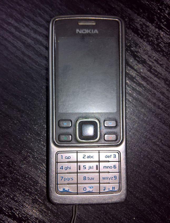 Wyeksploatowany od kilku lat egzemplarz Nokii 6300. Ekran jest praktycznie nieczytelny. A są telefony, które kończyły gorzej...