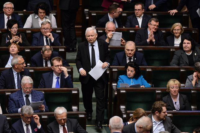 Jarosław Kaczyński na nocnym głosowaniu w Sejmie