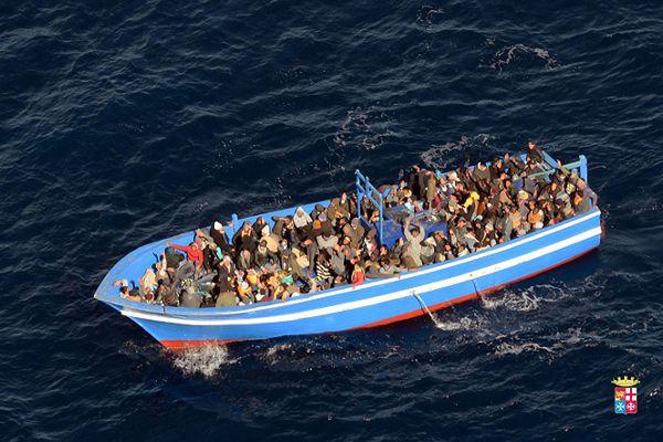 Imigranci, którzy chcą dotrzeć do Europy, często decydują się na niebezpieczną drogę morską