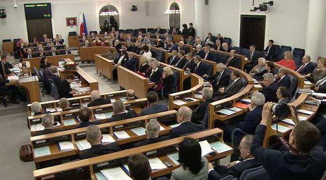 Senat debatuje nad ustawą dyscyplinującą sędziów. Rozpoczęło się posiedzenie