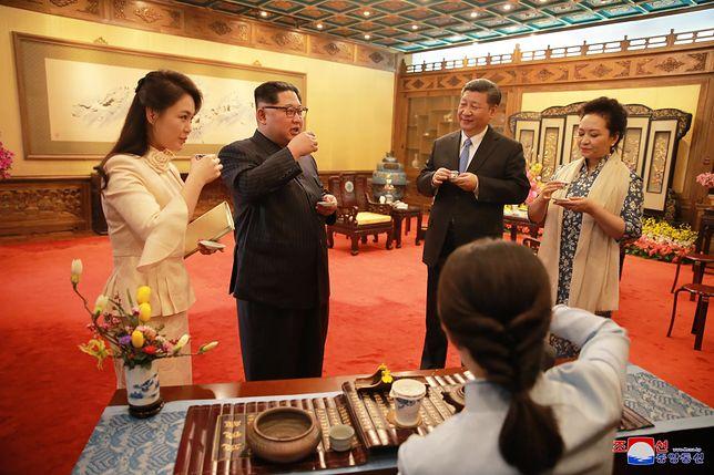 """Kim Dzong Un zapowiada nuklearne rozbrojenie.""""Nie wolno mu wierzyć"""""""
