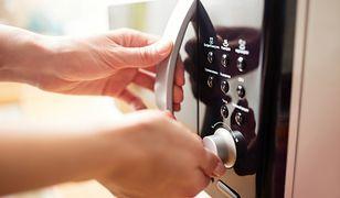 Rozmrażacz, grill i piekarnik. Nowoczesna mikrofalówka potrafi wiele
