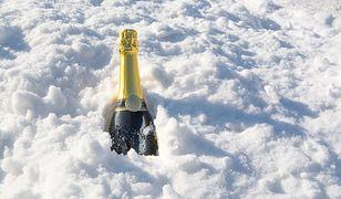 """""""Alkoholu zimą na powietrzu nie powinniśmy pić"""". Ratownik medyczny nie ma wątpliwości"""