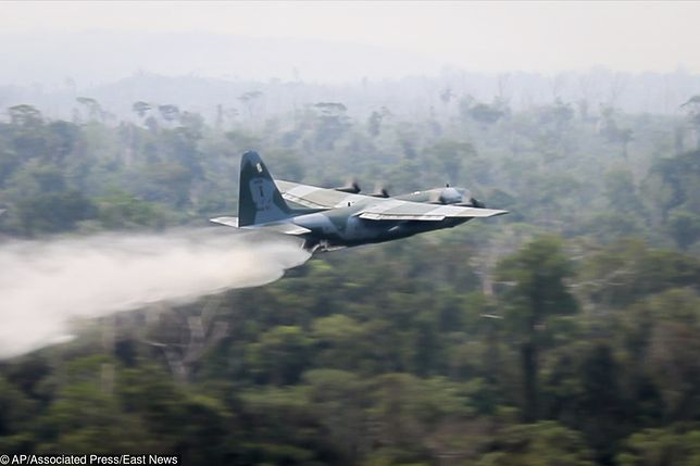 Brazylia. Lotnictwo wojskowe gasi pożary lasów w Amazonii