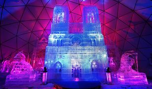 W tworzeniu lodowej Notre-Dame brało udział 18 rzeźbiarzy z Litwy, Niemiec, Polski, Czech i Słowacji