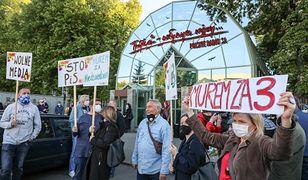 Protest słuchaczy Trójki pod siedzibą radia