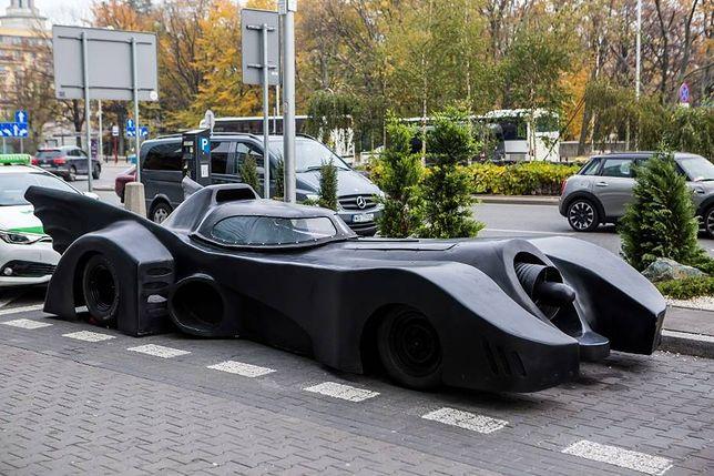Batmobil w Warszawie! Co samochód Batmana robi w stolicy? [WIDEO]