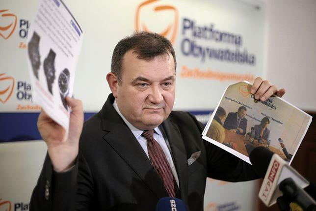 Stanisław Gawłowski na konferencji prasowej przedstawiał dowody na swoją niewinność