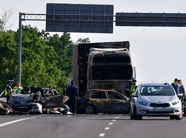 W karambolu na A6 zginęło sześć osób (w tym troje dzieci), a 22 zostały poszkodowane