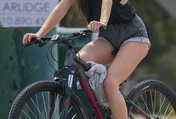 Dakota Johsnon na rowerze: odsłoniła szczupłe nogi