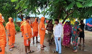 Indyjskie służby proszą mieszkańców o ewakuację lub zachowanie środków ostrożności