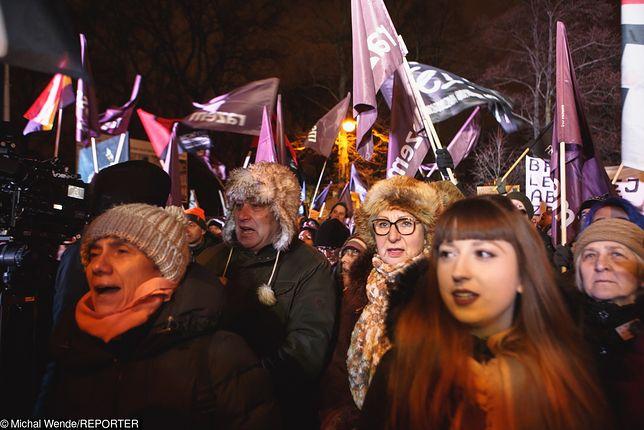 """Protesty po odrzuceniu projektu Ratujmy Kobiety. """"Ci ludzie chcą nas torturować"""""""
