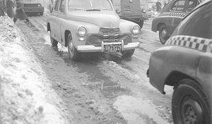 Kiedyś to były zimy! Jak radzili sobie kierowcy? (ZDJĘCIA)