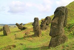 Wyspa Wielkanocna. Samochód wjechał w moai