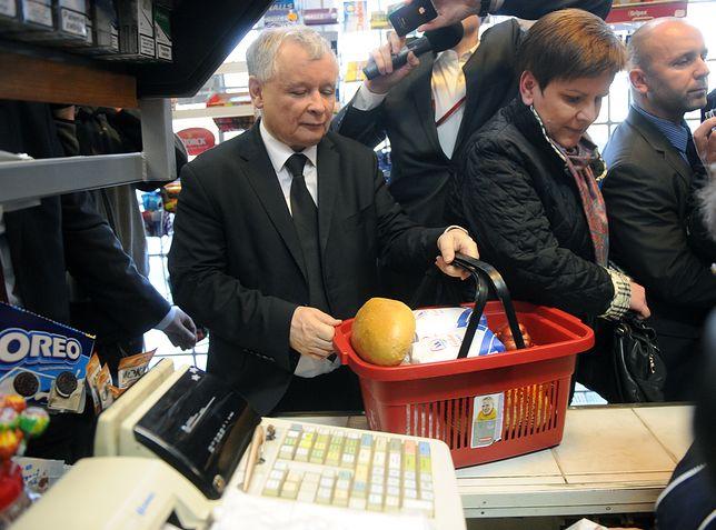 Jarosław Kaczyński i Beata Szydło w sklepie spożywczym