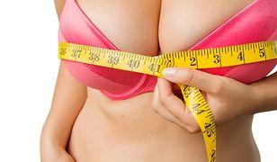Dlaczego kobiety mają coraz większe biusty?