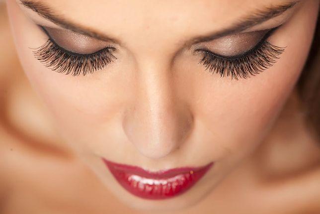 Airbrush utrzymuje się na twarzy do 12 godzin