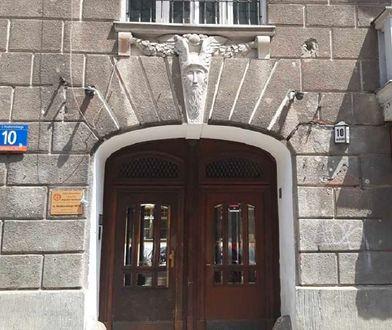 Warszawa. Arystokratyczne pustostany. Miasto wyremontuje kamienice pełne detali