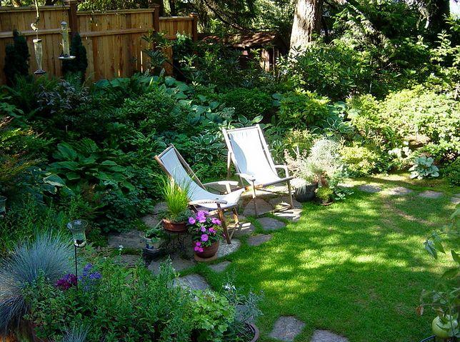 Komfortowy leżak ogrodowy nie musi być drogi, aby spełnił nasze oczekiwania