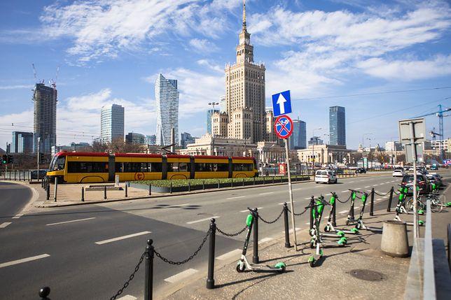 Zarząd Dróg Miejskich prowadzi pomiar ruchu na Rondzie Dmowskiego.