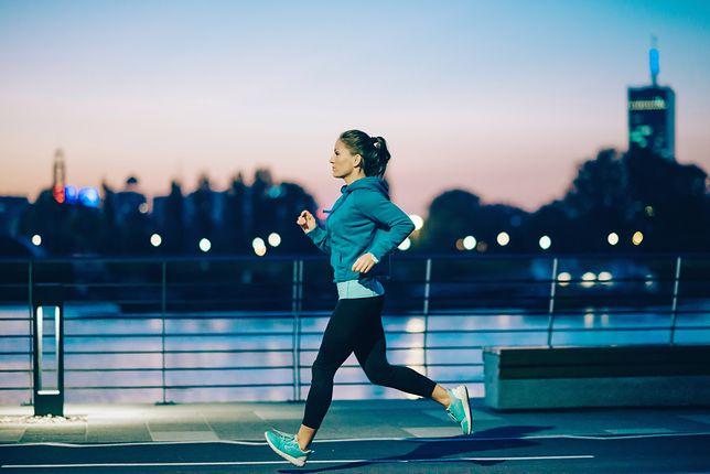 Strój do biegania. Ubrania i buty dla biegacza