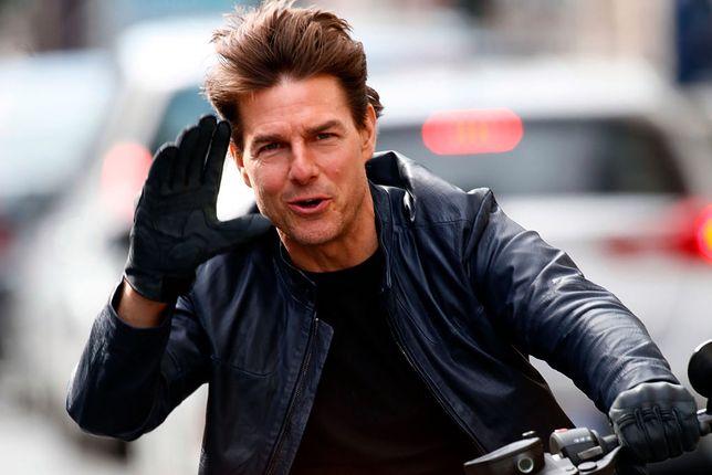 Tom Cruise nie lubi korzystać z pomocy kaskaderów. Tu na planie w Paryżu w 2017 r.