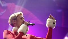 Miley Cyrus w świątecznej stylizacji