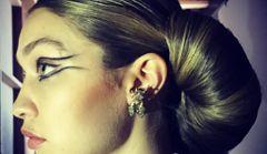 Włosy jak rogale i kreski Kleopatry czyli pokaz Chanel Haute Couture
