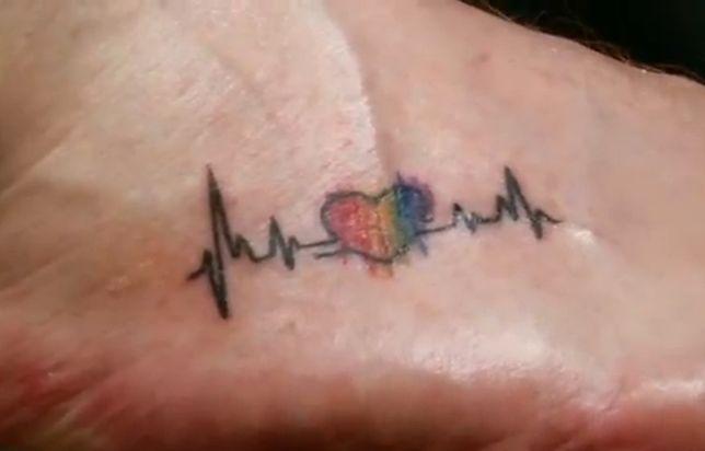 Wzór tatuażu na stopie łatwo jest ukryć