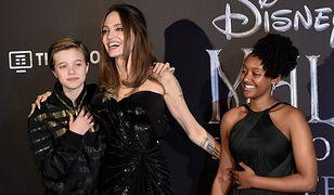 Angelina Jolie z dziećmi na premierze filmu. Jedno z nich bardzo przypomina Brada Pitta