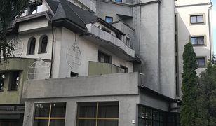 Warszawiacy żartują, że hotel Czarny Kot rozrastał się przez pączkowanie. Dobudowywano piętra, rozbudowywano wszerz...
